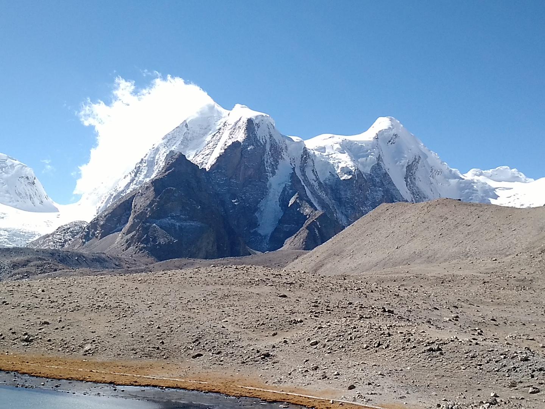 Snow capped mountains at Gurudongmar