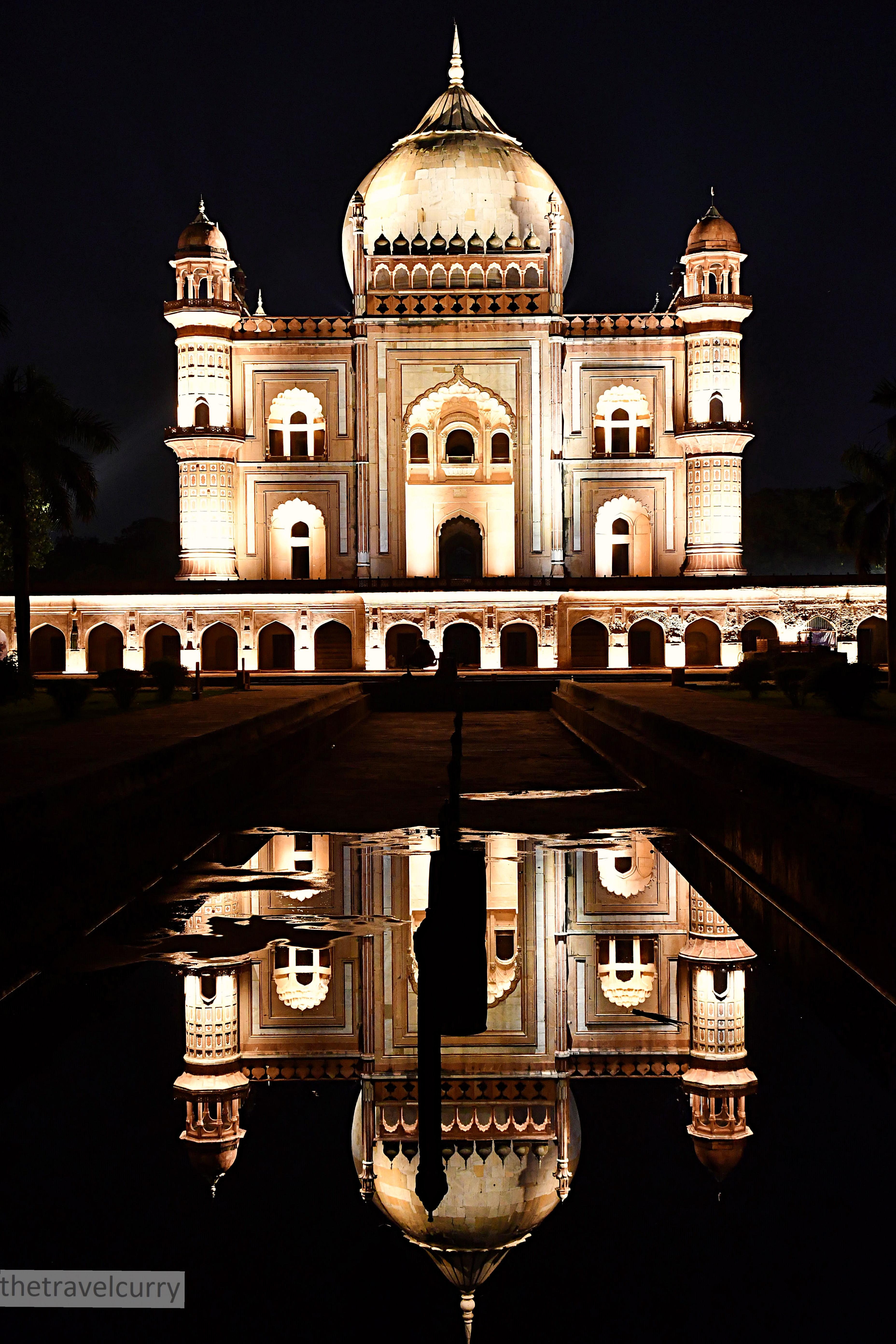 The captivating Sadarjung Tomb